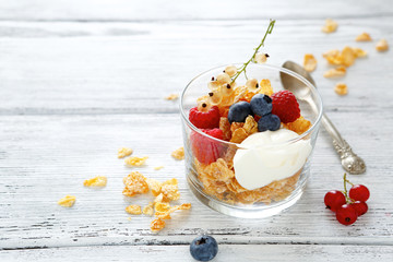 flakes with yogurt and berries