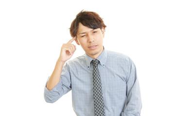 頭痛を訴えるビジネスマン
