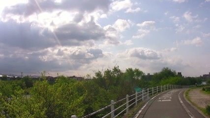 散歩道と流れる雲2