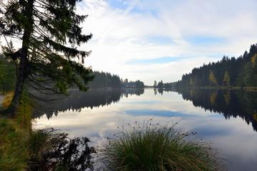See im Herbst und Nebel