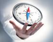 Leinwanddruck Bild - Kompass mit Hand