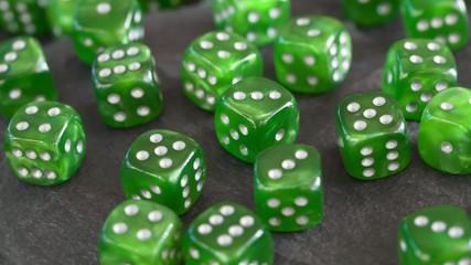 Würfel grün 02