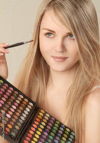 canvas print picture Junges Mädchen beim schminken