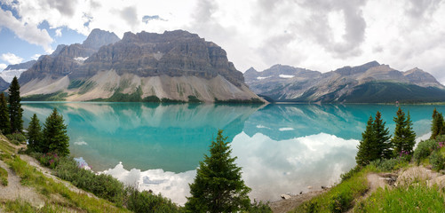 panoramica del lago Bow sulla Icefield Parkway in Canada