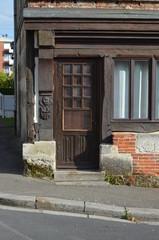 Porte d'entrée d'une vieille maison