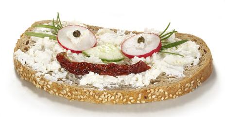 kanapka z serem i rzadkiewką