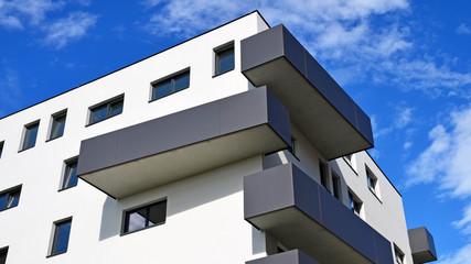 neues haus mit balkon