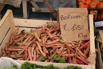 Rote Bohnen auf einem Markt