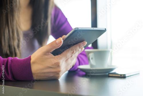 Woman using iPhone and iPad Mini - 71546929