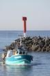 chalutier rentrant au port de pêche - 71547709
