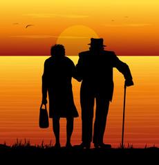 coppia di anziani che guardano il mare