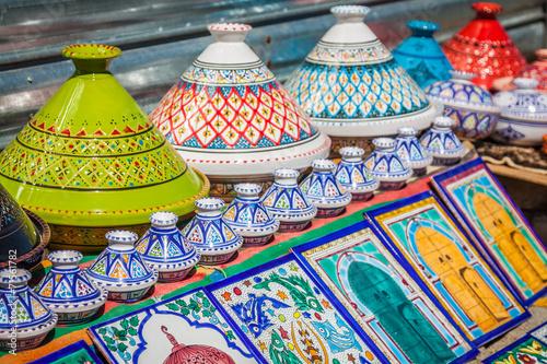 Poster Tunesië Colorful oriental pottery bazaar (Tunisia)