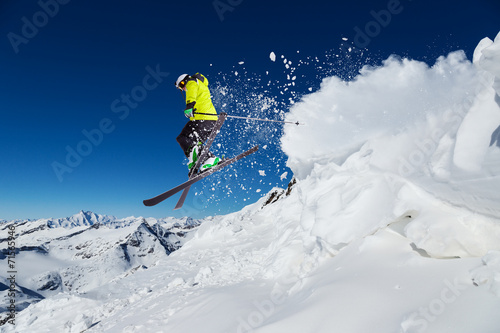 Staande foto Wintersporten Alpine skier jumping from hill