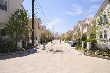 爽やかな青空の新築分譲住宅街 イメージ