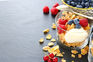 breakfast cereal and berries in a glass