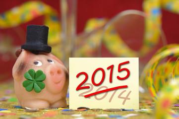 Neujahr 2015 mit Glücksschwein und Kleeblatt