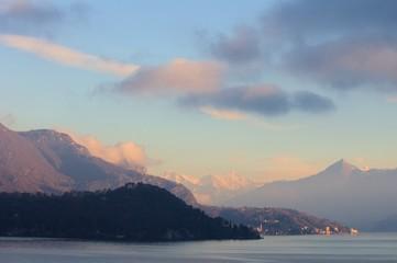 Albeggio sul lago di Como