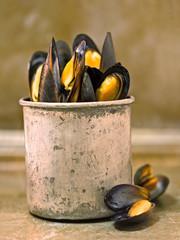 rustic black mussel
