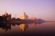 Leinwanddruck Bild - Beautiful Scenery Of Taj Mahal And A Body Of Water