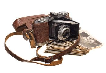 antiker fotoapparat mit fotografien