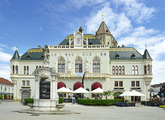 The main square and town hall of Korneuburg, Austria