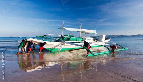 canvas print picture Schiebt das Boot zurück ins Meer!