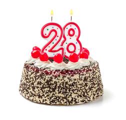 Geburtstagstorte mit brennender Kerze Nummer 28