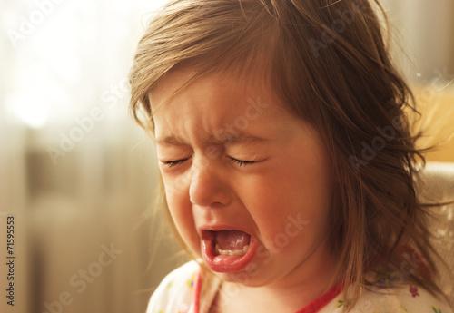 Leinwanddruck Bild cute little kid is crying