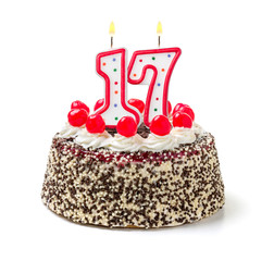 Geburtstagstorte mit brennender Kerze Nummer 17