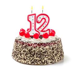 Geburtstagstorte mit brennender Kerze Nummer 12