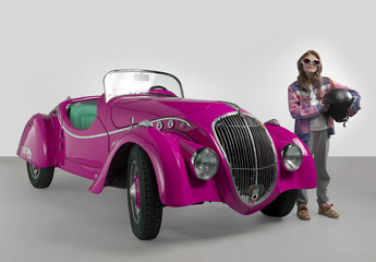 Auto d'epoca con bambina