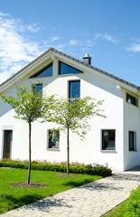 weißes Wohnhaus