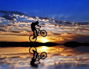 ciclista entre las nubes