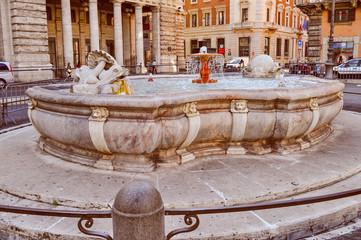 Retro look Fontana di Piazza Colonna in Rome