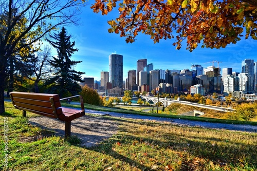 Plexiglas Canada View from a park overlooking the skyline Calgary during autumn
