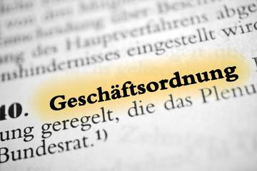 Geschäftsordnung - pastell gelb markierter Text