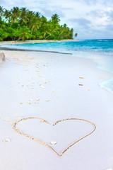 Rest in Paradise - Malediven - Herz im Sand am Strand
