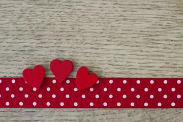 Schleifenband mit Herzen