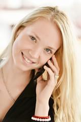 sexy femme téléphonant