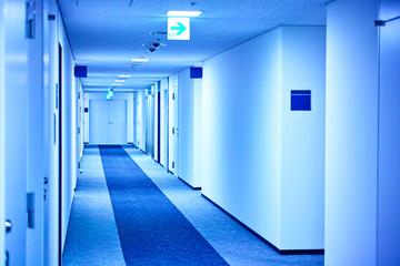 ビルの廊下