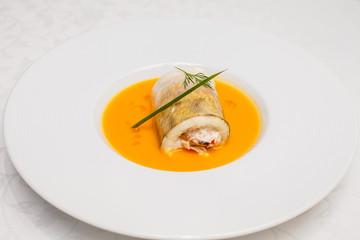 Plate roll fish sauce