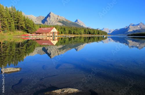 Maligne lake in Jasper national park, Alberta, Canada - 71626117