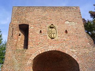 Stadtmauer mit Wehrturm in WASSENBERG ( bei Heinsberg )