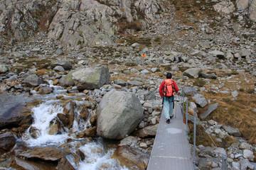 escursionista nell'alta valle di Goschenen - Svizzera