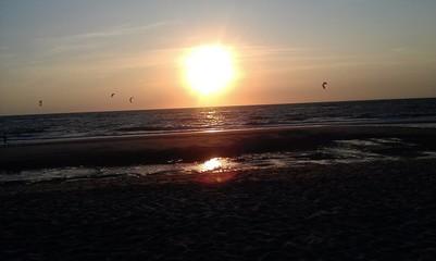 Kitesurfer am Abend