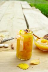 Pfirsiche im Glas