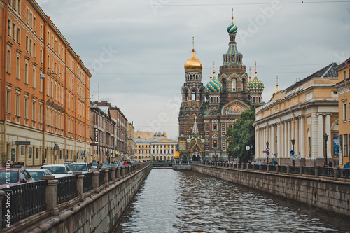 Foto Spatwand Kanaal The Resurrection temple on Griboedov Canal Embankment 1141.