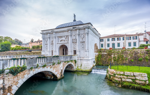Gate to old city of Treviso - 71634910