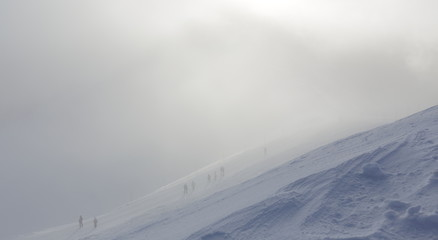 Climb the mountains in a snowstorm