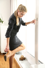 Geschäftsfrau nach der Arbeit